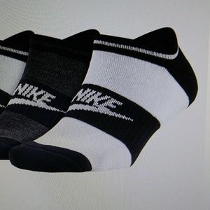 2 pairs Nike NSW Women's Socks ,color White /Black